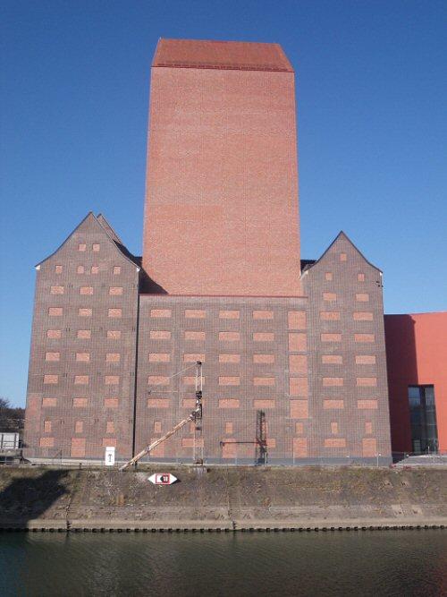 Der 76 Meter hohe Archivturm (Foto: Jens Roepstorff)