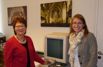 Abb.: Kristina Ruppel (rechts) ist die Nachfolgerin von Maja Schneider im Archiv der Lippischen Landeskirche (Foto: LKA Detmold)