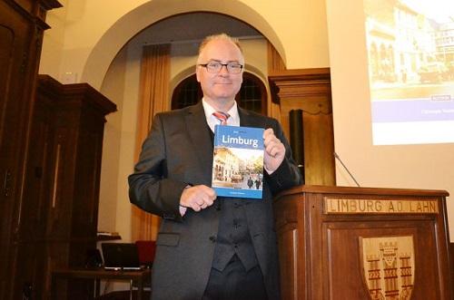 Stadtarchivar Dr. Christoph Waldecker präsentierte sein Buch