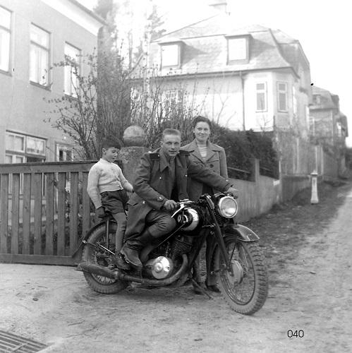 Motorradfahrt mit einem sowjetischen Besatzungssoldaten, Ybbs 1946 (Sammlung Franz Trautinger)