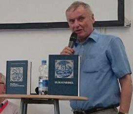 Kurt Perrey während der Buchpräsentation auf dem Deutschen Evangelischen Kirchentag in Stuttgart 2015